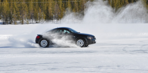 Schwedisch Lappland - Schneemobil & Sports Cars on Ice